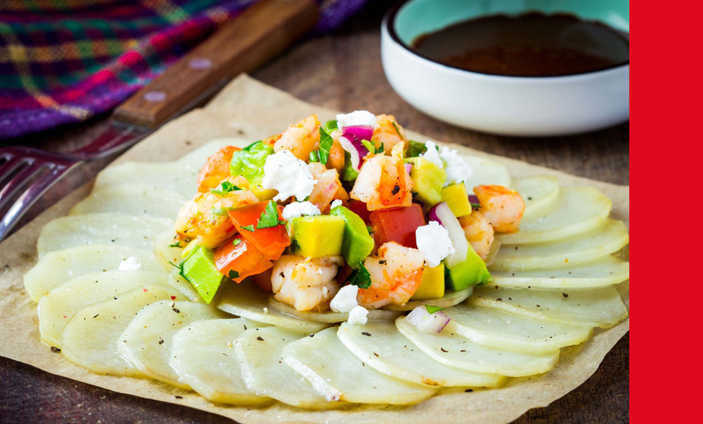 Salade avocat et crevettes sur carpaccio de pommes de terre